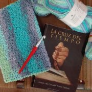 Taller tejiendo palabras, funda de libro de crochet